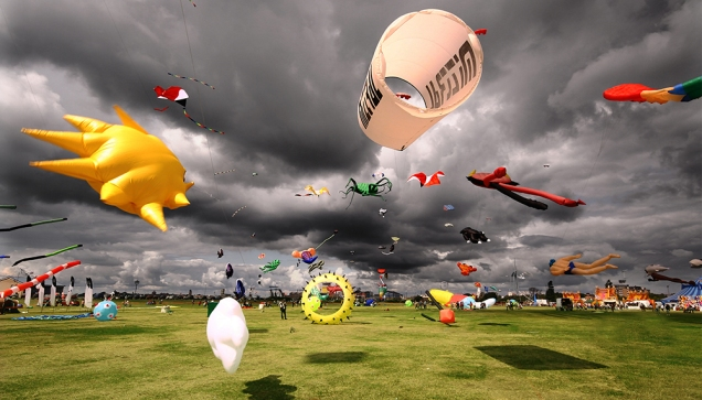 KITES IN A STORM 5 300dpi-sm